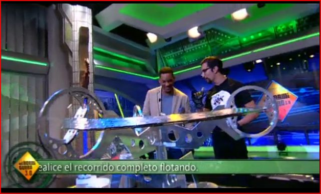 Will Smith enjoys the Moebius Train Track on El Hormiguero 20120523